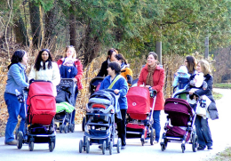 Should we 'push' for more Mother's Groups as a way of supporting new mums?